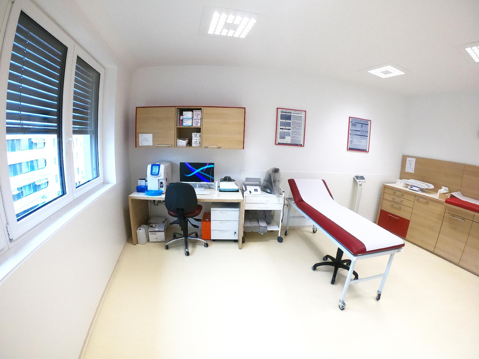 Kinderarzt-wien-19-Dr-Robert-Holzer-KindUndArzt-Praxisimpressionen